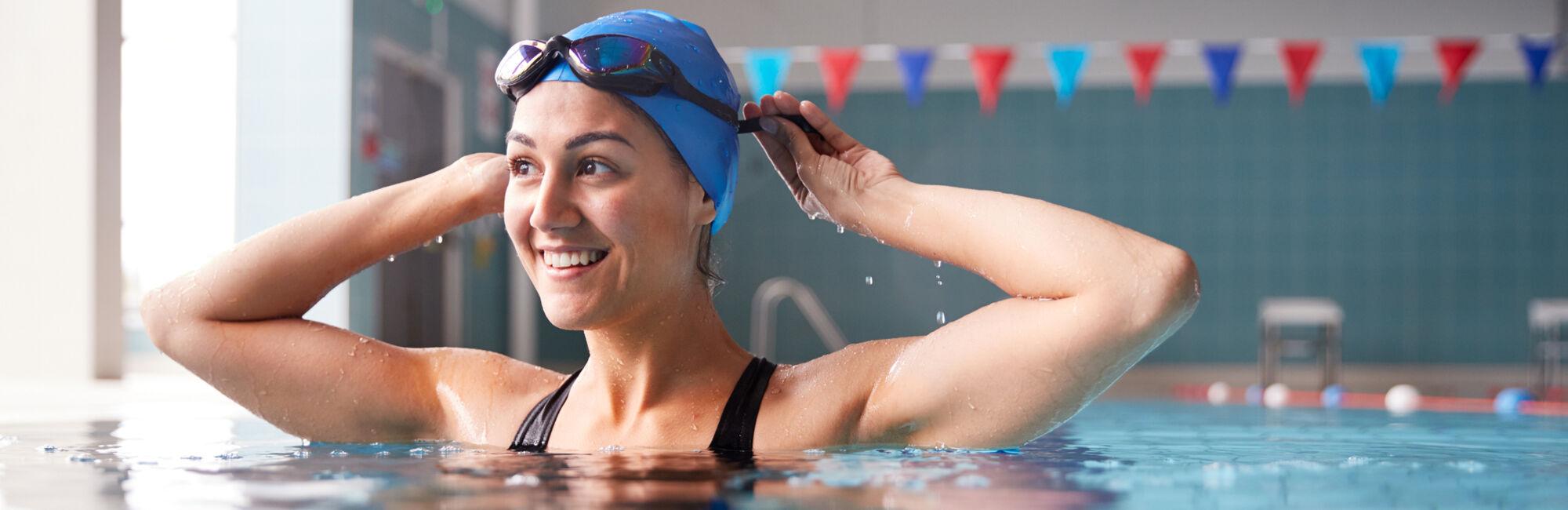 Headerbeeld vrij zwemmen - Portret van zwemster